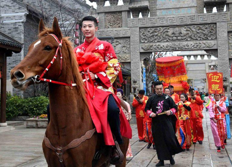 I giovani cinesi preferiscono i matrimoni tradizionali